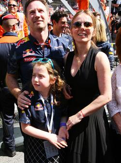 Christian Horner, Team Principal de Red Bull Racing fête la victoire de Max Verstappen, Red Bull Racing, sous le podium avec sa femme Geri Halliwell, et sa fille Bluebell