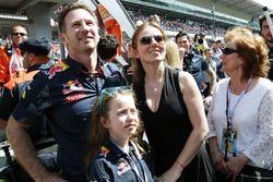 Christian Horner, Red Bull Racing con su esposa, Geri Halliwell, y su hija Bluebell en el podium