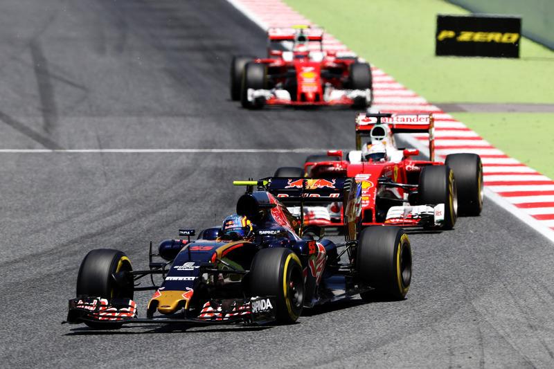 Carlos Sainz Jr., Scuderia Toro Rosso STR11 leads Sebastian Vettel, Ferrari SF16-H
