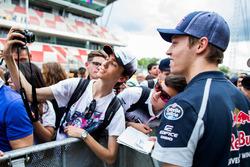 Daniil Kvyat, Scuderia Toro Rosso avec des fans