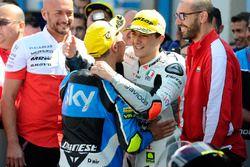Ganador, Francesco Bagnaia, Aspar Team Mahindra y tercero, Andrea Migno, Sky Racing Team VR46