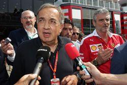 Sergio Marchionne, Président de Ferrari President et PDG de Fiat Chrysler Automobiles, avec Maurizio Arrivabene, directeur Ferrari Team