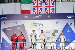 Podium LMGTE Pro : première place Richie Stanaway, Darren Turner, Aston Martin Racing, deuxième place Gianmaria Bruni, James Calado, AF Corse, troisième place Marco Sorensen, Nicki Thiim, Aston Martin Racing