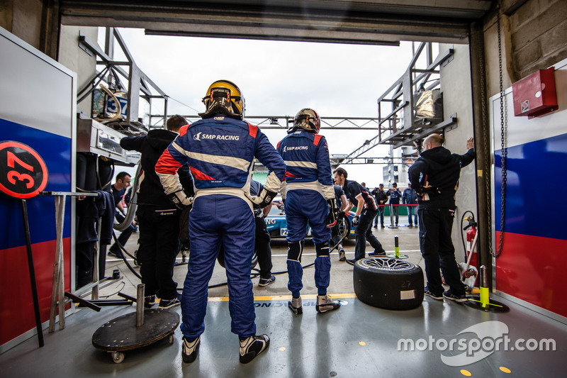 Відпрацювання піт-стопу #37 SMP Racing BR01 Nissan: Віталій Петров, Віктор Шайтар, Кирило Ладигін