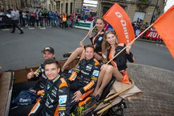 #38 G-Drive Racing Gibson BR01 Nissan: Simon Dolan, Jake Dennis, Giedo Van der Garde with G-Drive Racing girls