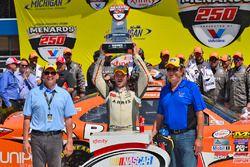Il vincitore della gara Daniel Suarez, Joe Gibbs Racing Toyota