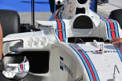 Williams FW38 espejo comparación