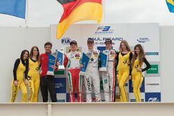 Подиум: второе место - Ник Кэссиди, Prema Powerteam Dallara F312 – Mercedes-Benz; победитель - Макси