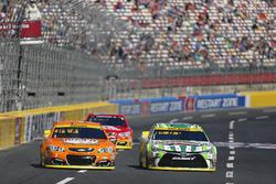 Kevin Harvick, Stewart-Haas Racing Chevrolet, Kyle Busch, Joe Gibbs Racing Toyota