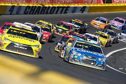 Restart: Jimmie Johnson, Hendrick Motorsports Chevrolet leads