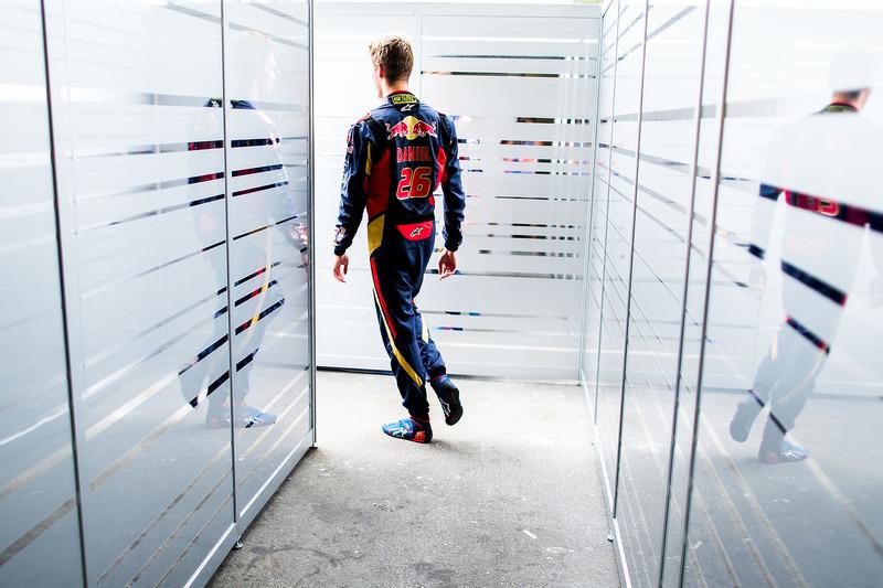 2016 год. В боксах Toro Rosso