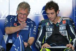 Валентино Россі, Yamaha Factory Racing та Джеремі Берджесс, керівник команди Yamaha Factory Racing