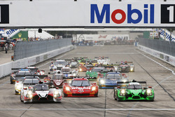 Start: #60 Michael Shank Racing with Curb/Agajanian Ligier JS P2 Honda: John Pew, Oswaldo Negri, Olivier Pla führt
