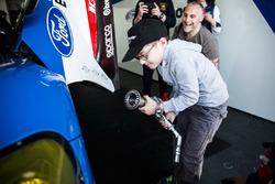 Sfeerbeeld in de pitbox van Ford Chip Ganassi Racing Team UK