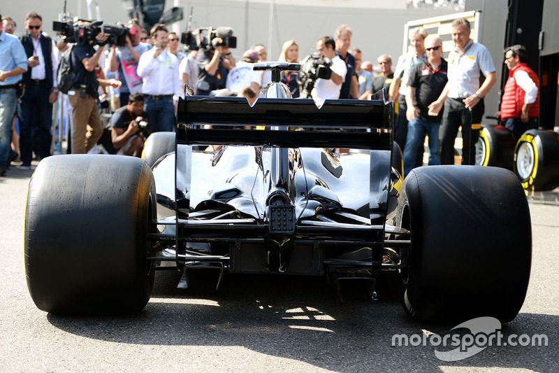 Pirelli-Designstudie für ein Formel-1-Auto 2017 mit neuen Reifen