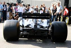 Pirelli revela una maqueta de un coche de F1 2017 y los neumáticos