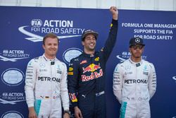 Polesitter Daniel Ricciardo, Red Bull Racing, second place Nico Rosberg, Mercedes AMG F1 Team, third