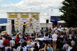 Podio: Gordon Shedden, Halfords Yuasa Racing