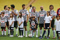 Hayır kurumlarına destek için yapılan futbol maçında oynayacak olan takımlar