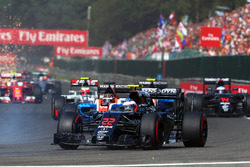 Jenson Button, McLaren MP4-31 al comienzo de la carrera