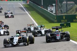 Nico Hülkenberg, Sahara Force India F1 VJM09; Fernando Alonso, McLaren MP4-31