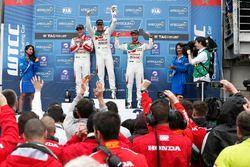 Podium: 1. Rob Huff, Honda Racing Team JAS, Honda Civic WTCC; 2. Norbert Michelisz, Honda Racing Tea