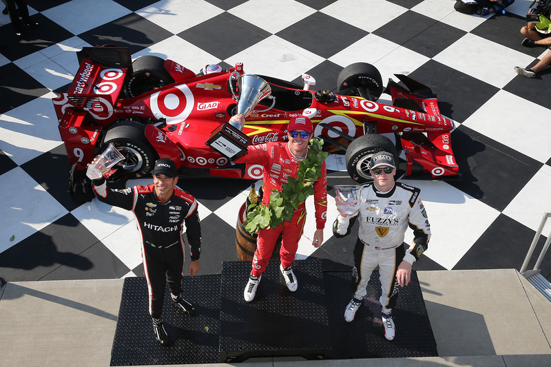 Podium: winner Scott Dixon, Chip Ganassi Racing Chevrolet, second place Josef Newgarden, Ed Carpenter Racing Chevrolet, third place Helio Castroneves, Team Penske Chevrolet