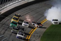Fotofinish: 1. Johnny Sauter, GMS Racing, Chevrolet Silverado; 2. Justin Haley, GMS Racing, Chevrolet Silverado