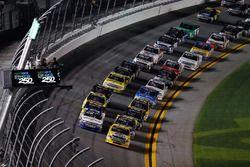 David Gilliland, Kyle Busch Motorsports Toyota, John Hunter Nemechek, NEMCO Motorsports Chevrolet