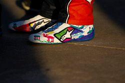 Alex Bowman, Hendrick Motorsports Chevrolet Camaro, botas