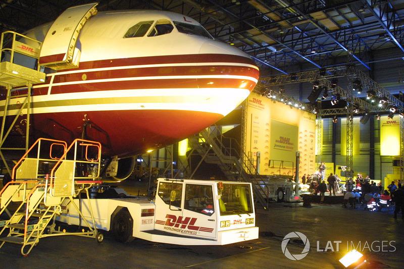 7: Jordan, lanzamiento en un hangar