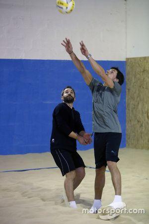 Bruno Spengler y Timo Glock, voleibol de playa cubierto