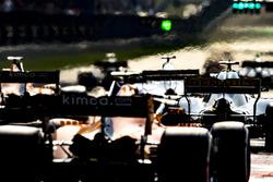 Nico Hulkenberg, Renault Sport F1 Team R.S. 18, Stoffel Vandoorne, McLaren MCL33 Renault