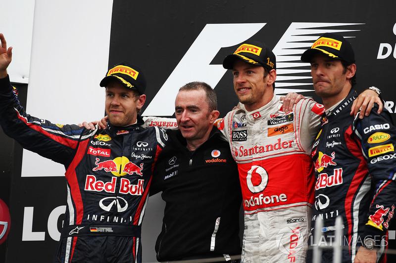 Podyum: Sebastian Vettel, Red Bull Racing, Paddy Lowe, McLaren Teknik Direktörü, Jenson Button, McLaren ve Mark Webber, Red Bull Racing