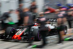Romain Grosjean, Haas F1 Team VF-18, makes a pit stop during Qualifying