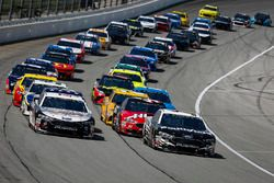 Aric Almirola, Stewart-Haas Racing, Ford Fusion Smithfield, Kevin Harvick, Stewart-Haas Racing, Ford Fusion Jimmy John's Kickin' Ranch and Kevin Harvick, Stewart-Haas Racing, Ford Fusion Jimmy John's Kickin' Ranch lead the field to the green flag