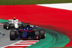 Brendon Hartley, Toro Rosso STR13, Charles Leclerc, Sauber C37