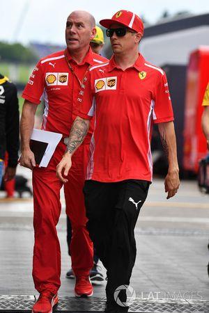 Kimi Raikkonen, y Jock Clear, ingeniero jefe de Ferrari