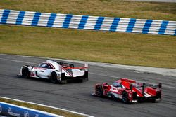 #7 Acura Team Penske Acura DPi, P: Helio Castroneves, Ricky Taylor, Graham Rahal, #31 Action Express