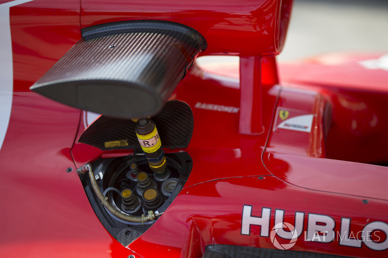 Ferrari SF70H yakıt deposu kapağı detayı