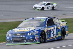 Chase Elliott, Hendrick Motorsports Chevrolet and Brad Keselowski, Team Penske Ford