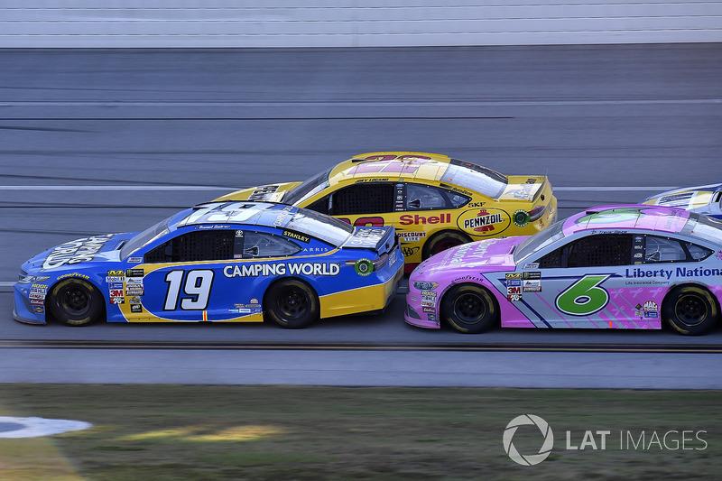 Daniel Suarez, Joe Gibbs Racing Toyota, Joey Logano, Team Penske Ford, Trevor Bayne, Roush Fenway Racing Ford