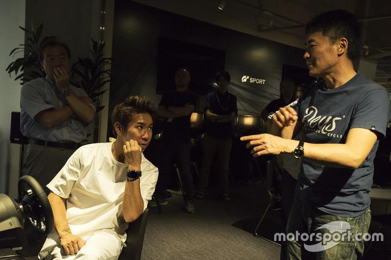 Kamui Kobayashi, Toyota, con el creador de Gran Turismo, Kazunori Yamauchi