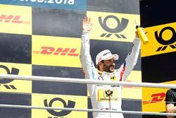 Podio: il vincitore della gara Timo Glock, BMW Team RMG