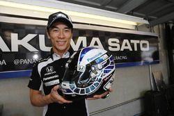 佐藤琢磨とインディカーGP用スペシャルヘルメット