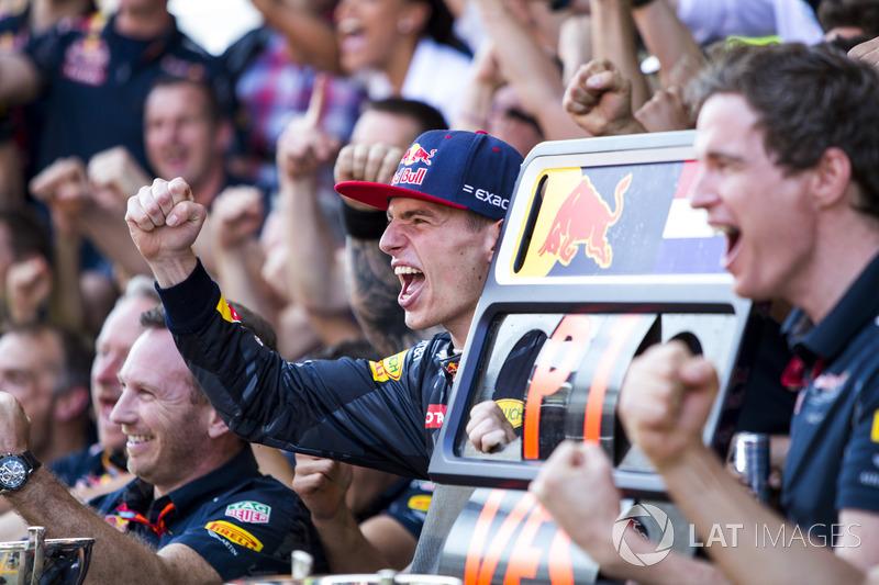 Max Verstappen, Red Bull Racing, winnaar, viert feest met het team