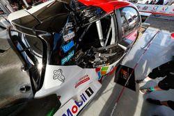 La voiture endommagée de Jari-Matti Latvala, Miikka Anttila, Toyota Gazoo Racing WRT Toyota Yaris WRC