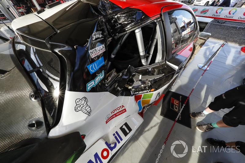 El coche dañado de Jari-Matti Latvala, Miikka Anttila, Toyota Gazoo Racing WRT Toyota Yaris WRC