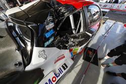 La vettura incidentata di Jari-Matti Latvala, Miikka Anttila, Toyota Gazoo Racing WRT Toyota Yaris WRC
