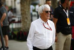 Bernie Ecclestone, presidente emérito de Fórmula 1, en el paddock